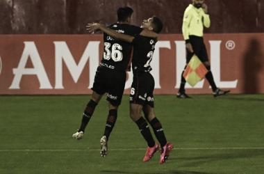 En medio de la incertidumbre, Newell's consiguió un triunfo que lo deja con chances de clasificar a la próxima instancia por Sudamericana. Fuente: (Télam)