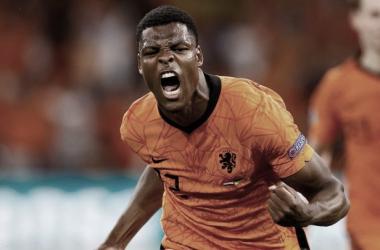 Dumfires celebrando el gol de la victoria holandesa