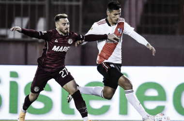 imagen de Ángel González (Lanús) y Fabricio Angileri (River) en el partido de hoy/ (Foto: GETTY)