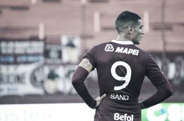 """José """"pepe"""" Sand, goleador y capitán de Lanús."""