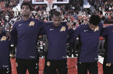 Members of the Phoenix Sunslock arms during the national anthem before an NBA basketball preseason gameagainst the Portland Trail Blazers in Portland, Ore., Tuesday, Oct. 3, 2017. Photo: AP Photo/Steve Dykes