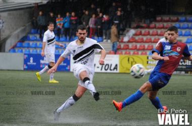 Yosu, autor del gol, en el choque ante el Langreo. (Foto: Bibi Peón, VAVEL)