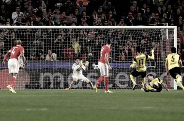 Ederson valeu milhões em noite estrelada // Foto: Facebook do SL Benfica
