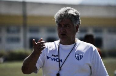 Geninho afirma que a situação é preocupante, mas que o time ainda não desistiu (Foto: Divulgação/Avaí)