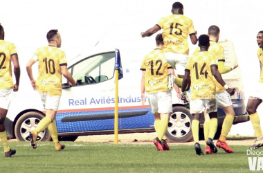 Los jugadores del San Martín celebran el tanto de Dorian en el añadido. Foto; Diego Blanco, VAVEL.
