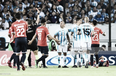 REPETIDA IMAGEN. En los últimos cinco encuentros, además de goles hubieron muchas rojas por los dos. Foto: Getty images