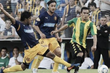 Central y Aldosivi jugando en la B Nacional 2011/12, victoria Canalla 3-1. (Foto: Olé)