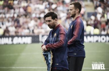Ivan Rakitić y Leo Messi ante el PSV Eindhoven de Mark van Bommel en el Camp Nou | Foto de Noelia Déniz, VAVEL