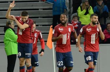 Yassine Benzia (à gauche) une nouvelle fois décisif, fêtant son but après l'ouverture du score. (eurosport.fr)