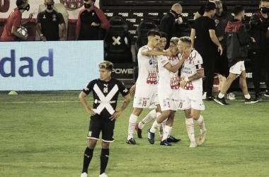 MANOS VACÍAS. La última vez que Independiente visitó el Palacios, perdió un partido insólito. Foto: Web