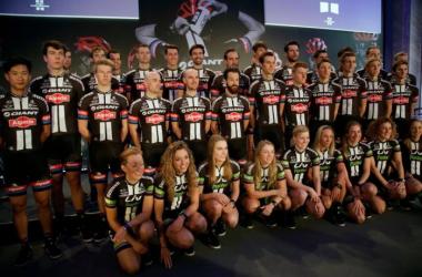 Seis ciclistas de Giant-Alpecin, atropellados mientras entrenaban en Alicante