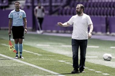 Sergio González en la zona de banquillos | Real Valladolid