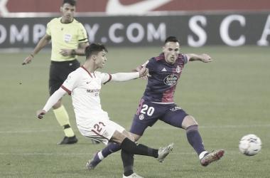 Gil Manzano, de fondo, en el Sevilla - Real Valladolid | Real Valladolid