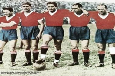 Maril, De La Mata, Erico, Sastre y Zorrilla, la historica delantera de Independiente que protagonizó la máxima goleada en el clásico de Avellaneda. FOTO: Taringa.