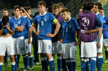 Las caras de decepción italianas tras la derrota deben ser solo un gesto de reacción ante el largo recorrido que les espera. (Foto: UEFA.com)