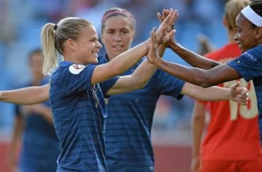Sem dificuldades, França derrota a Rússia e é a primeira a vencer na Euro feminina