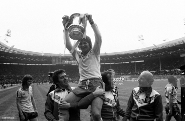 Bobby Stokes Lifting the FA Cup Trophy. Southampton 1-0 Manchester United. FA Cup Final 1976, Wembley Stadium, Saturday 1st May 1976. (Photo by Staff/Mirrorpix/Getty Images)