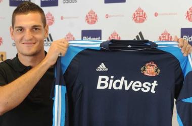 Sunderland completa a transferência do goleiro Vito Mannone