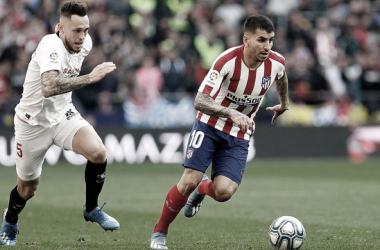 Ocampos y Correa en el Atlético - Sevilla de la pasada campaña. | Imagen: atleticodemadrid.com