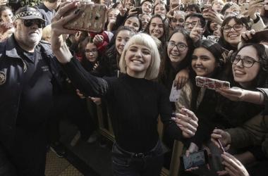 Alba Reche en su recibimiento en el Ayuntamiento de Elche ante 5.000 personas | Foto: Rubén Bonmatí, VAVEL Música