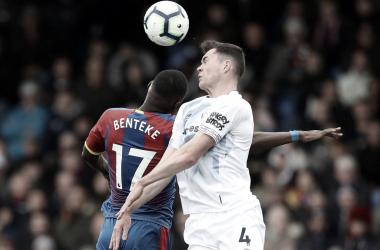 Everton e Crystal Palace empatam sem gols em jogo de poucas chances