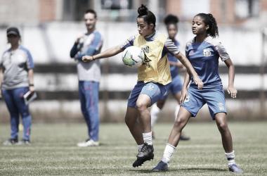 """Meia Clara Porto avalia período no time feminino do Santos: """"Amadureci como atleta"""""""