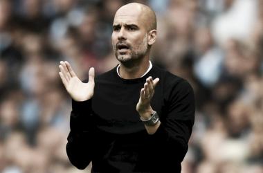 """Após goleada do City, Guardiola rasga elogios a Agüero: """"Um dos melhores atacantes do mundo"""""""