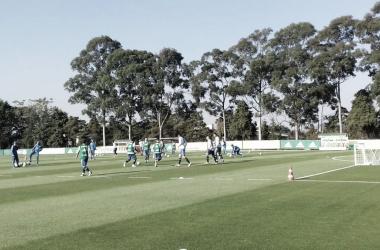 Jogadores reunidos em treino com bola (Foto: Victor Cunha/VAVEL Brasil)