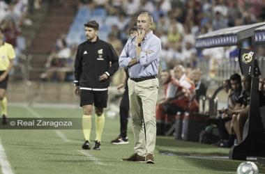 Víctor Fernández en el área técnica durante el Real Zaragoza - Elche Cf/ Fto: realzaragoza.com