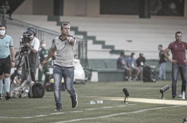 Jorginho avalia desempenho de Coritiba e lamenta derrota para Atlético-MG