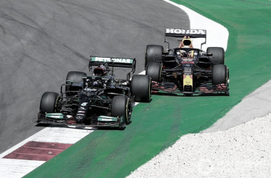 Hamilton superando a Verstappen | Foto: Fórmula 1