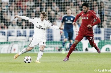 Luka Modric disputando un encuentro frente al Liverpool | Fuente: Real Madrid C.F