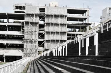 El edificio de la esquina de 1 y 55 ya está en su etapa final (Imagen: @EstadioHirschi)