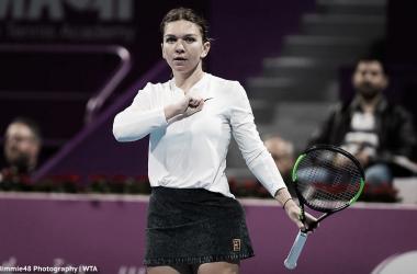 Halep saludando al público, post victoria | Foto: WTA