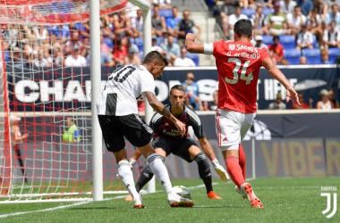Joao Cancelo ha così sfiorato il gol nella sfida di ieri contro il Benfica. | @juventusfc, Twitter.