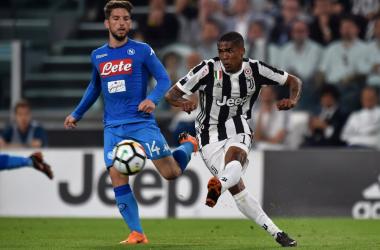 Douglas Costa in azione durante la sfida di oggi.   JuventusFC, Twitter.