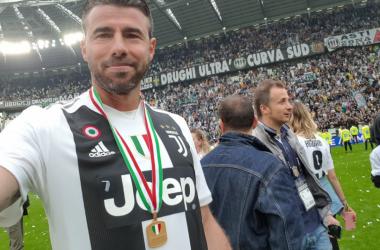 Andrea Barzagli ed un suo selfie durante la festa odierna. | JuventusFC, Twitter.