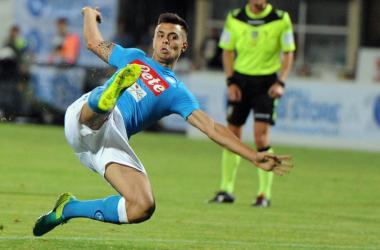 Alberto Grassi in azione con la maglia del Napoli. | Official SSC Napoli, Twitter.