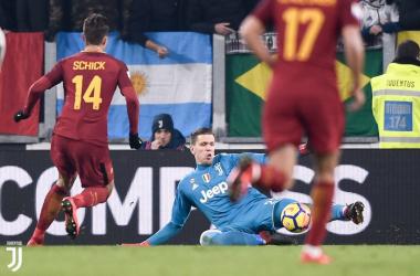 Il momento decisivo del'andata, con la parata di Szczesny su Schick nell'uno-contro-uno. | JuventusFC, Twitter.