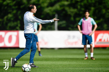 Max Allegri durante l'allenamento dei bianconeri post-Crotone.   JuventusFC, Twitter.