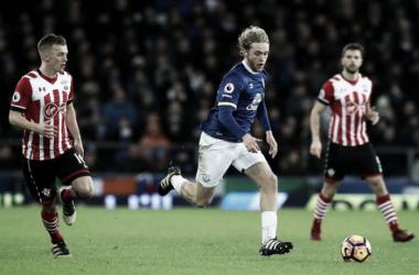 Tom Davies ha fatto il suo debutto con l'Everton proprio 9 mesi fa, contro il Southampton.   liverpoolecho.co.uk