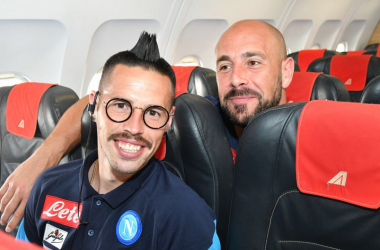 Marek Hamsik insieme a chi il Napoli lo ha già lasciato, Pepe Reina. | Official SSC Napoli, Twitter.
