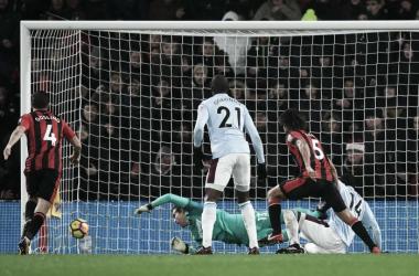 Nathan Aké sigla così il suo gol in Bournemouth-West Ham. | AFC Bournemouth, Twitter.