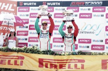 Los dos primeros en el podio. Canapino, el ausente | Foto: Súper TC 2000