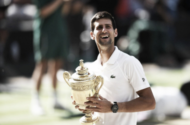 Djokovic posa con su trofeo   Foto: Wimbledon
