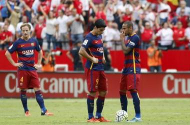 Neymar y Luis Suárez conversan tras encajar un gol / Foto: Elconfidencial.com