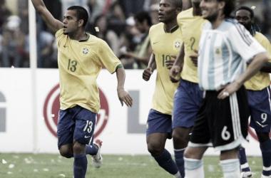 Ayala contempla la derrota en la final de Venezuela 2007 (Foto: Olé).