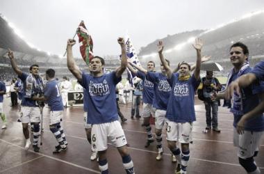 La plantilla celebra el ascenso en Anoeta. // Fotografía: Web Oficial Real Sociedad.