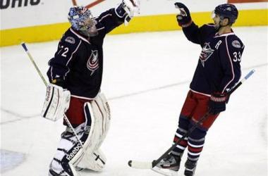 Bobrovsky mantiene a Columbus en la lucha por playoffs. (Foto: AP Photo/Mike Munden)