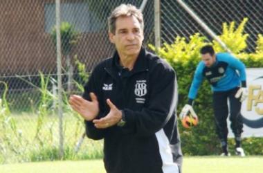 Após mais um tropeço, Carpegiani treina Ponte Preta com mudanças